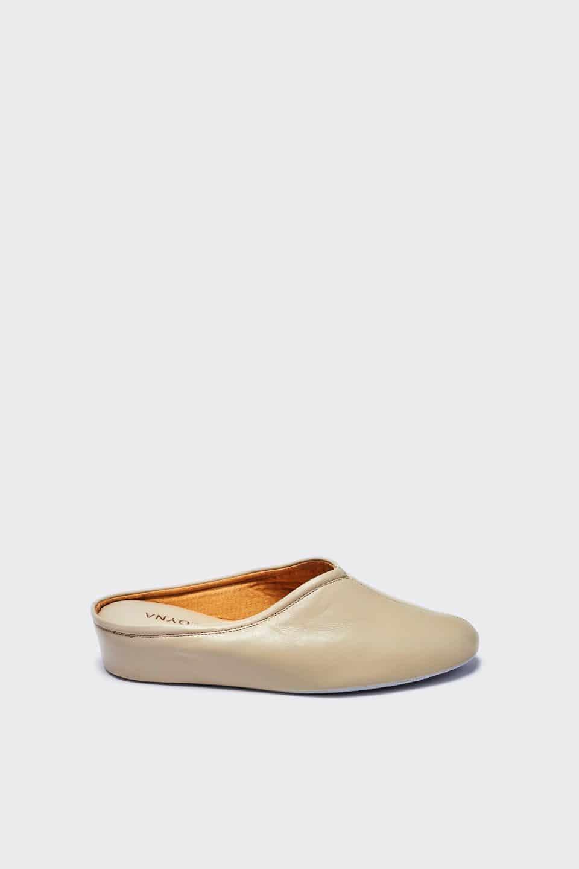 ZUECO CUÑA PIEL BEIG Kosma Menorca en Loyna Shoes