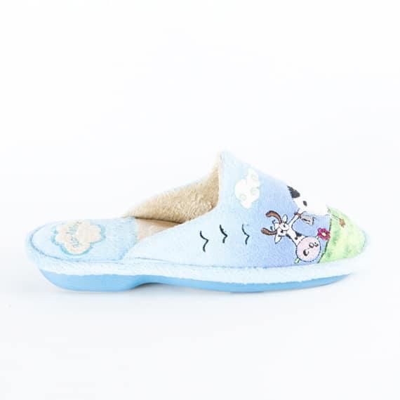 Chinela Vaca Celeste Slippers en Loyna Shoes