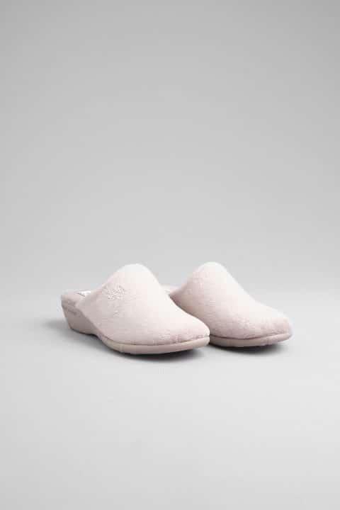ZUECO CUÑA ALASKA PARDO Marcas en Loyna Shoes