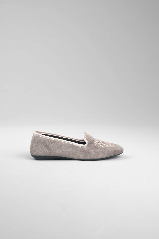 SLIPPER GRIS Marcas en Loyna Shoes
