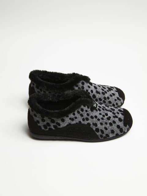 PINTAS NEGRO Slippers en Loyna Shoes