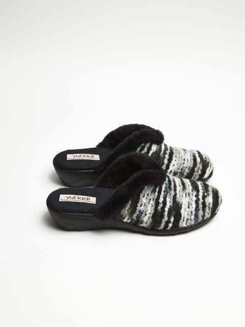 ZUECO CUÑA BRAXTON NEGRO Slippers en Loyna Shoes