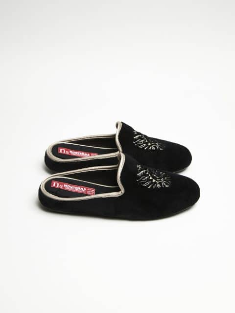 ZUECO SLIPPER NEGRO Marcas en Loyna Shoes