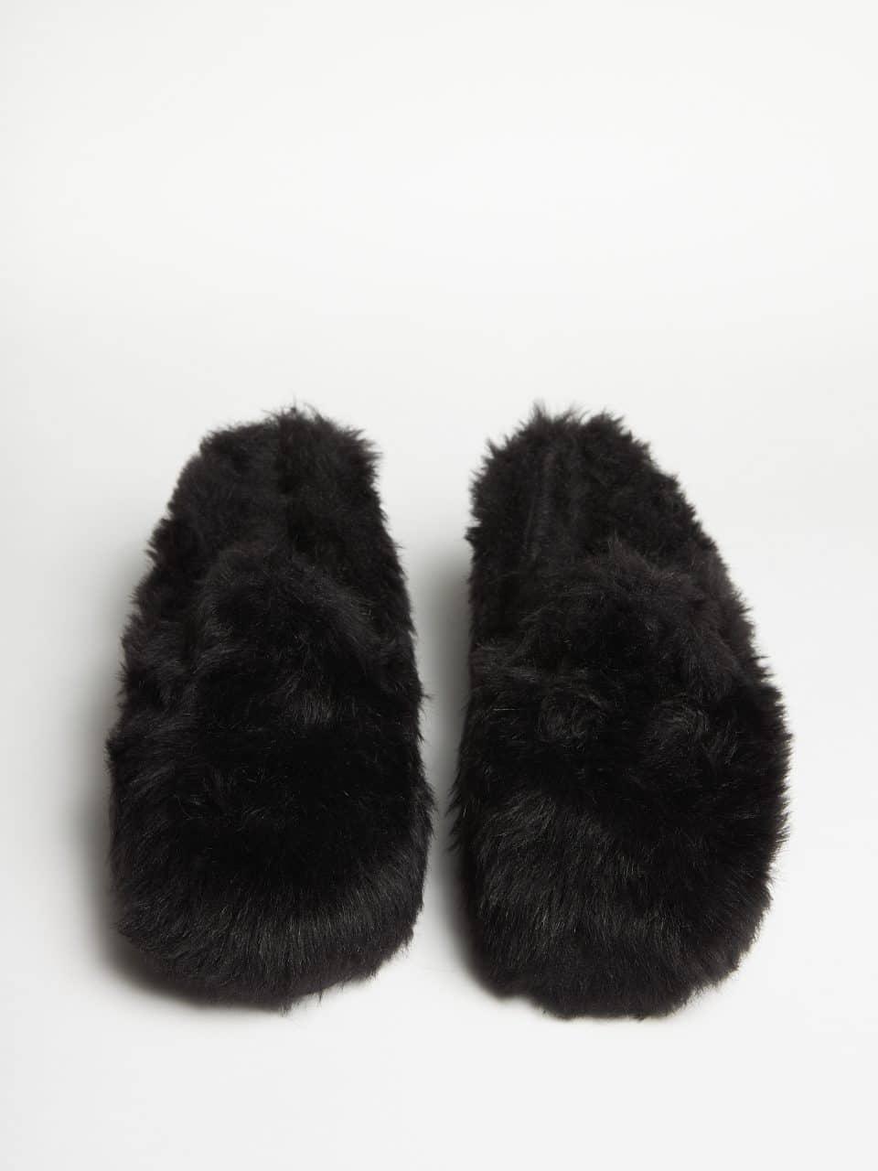 Muton Negro Slippers en Loyna Shoes