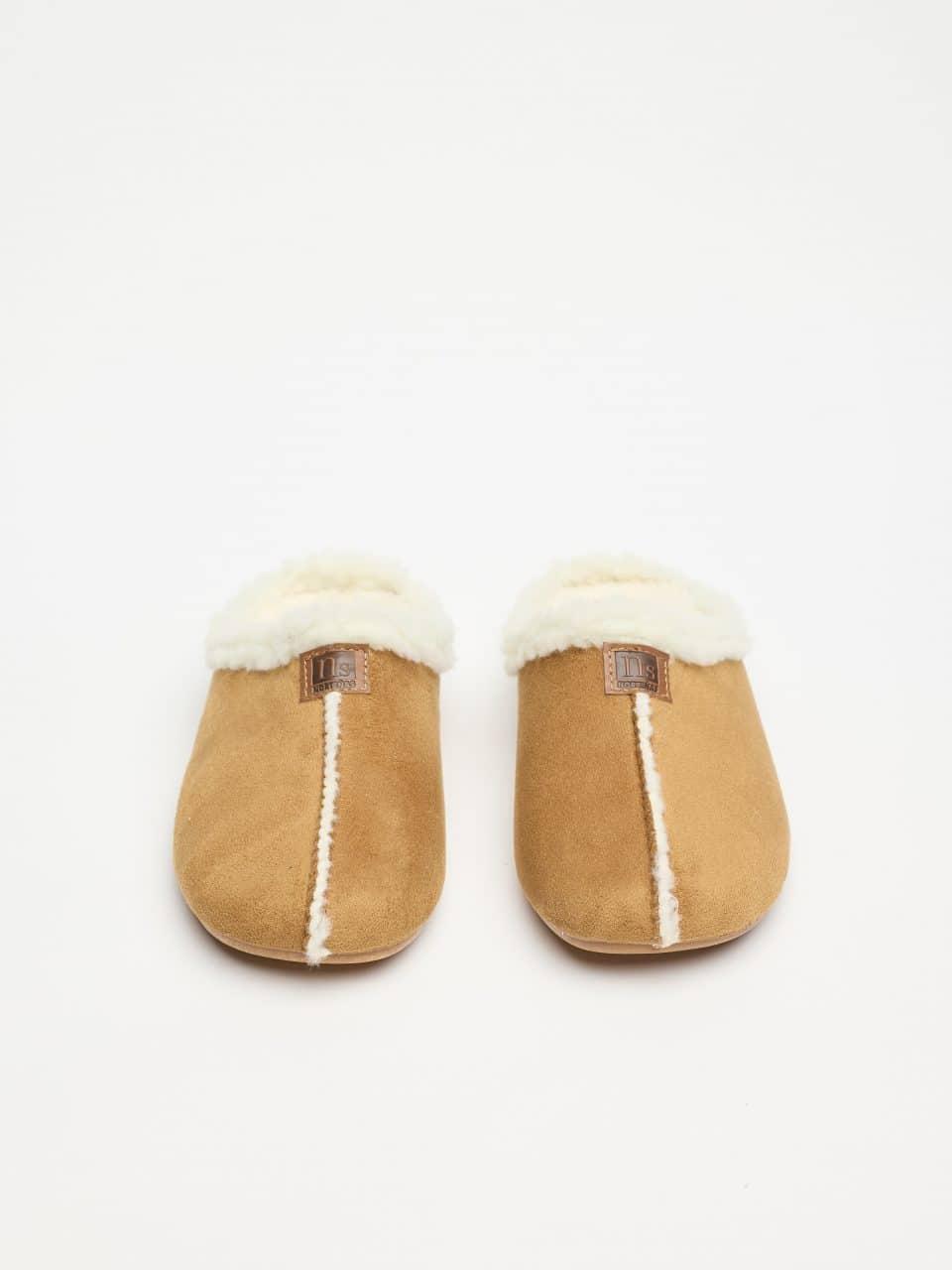 ZUECO BABUCHA CAMEL Norteñas en Loyna Shoes