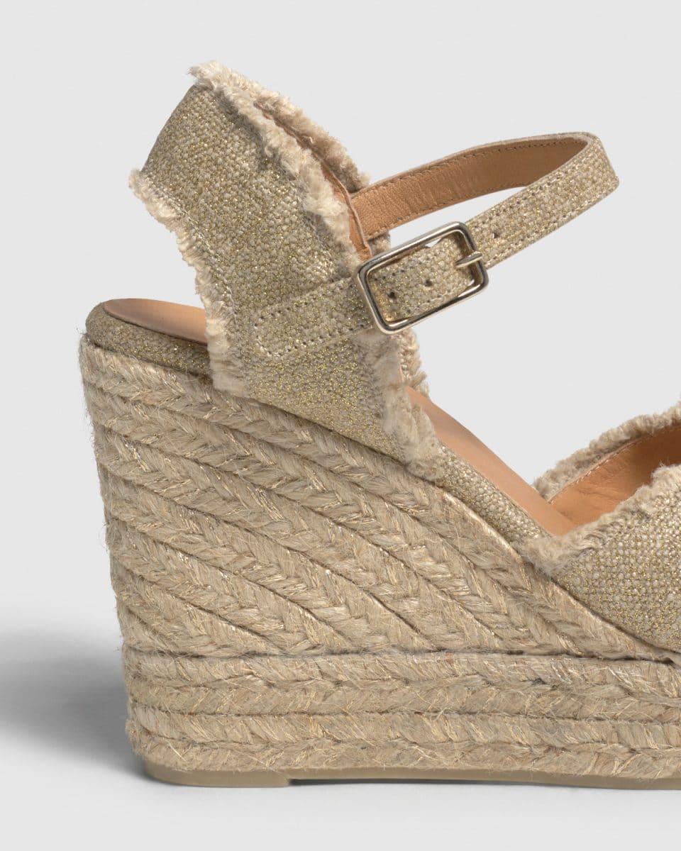 Alpargata Castañer Bromelia Oro con cuña elaborada en lino 11cm Alpargatas en Loyna Shoes