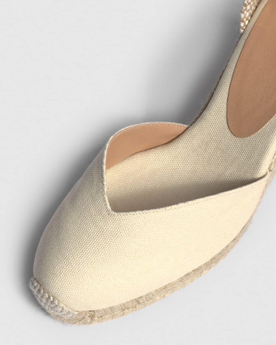 Alpargata de cuña Castañer Chiara Ivory en lona 9 cm Alpargatas en Loyna Shoes