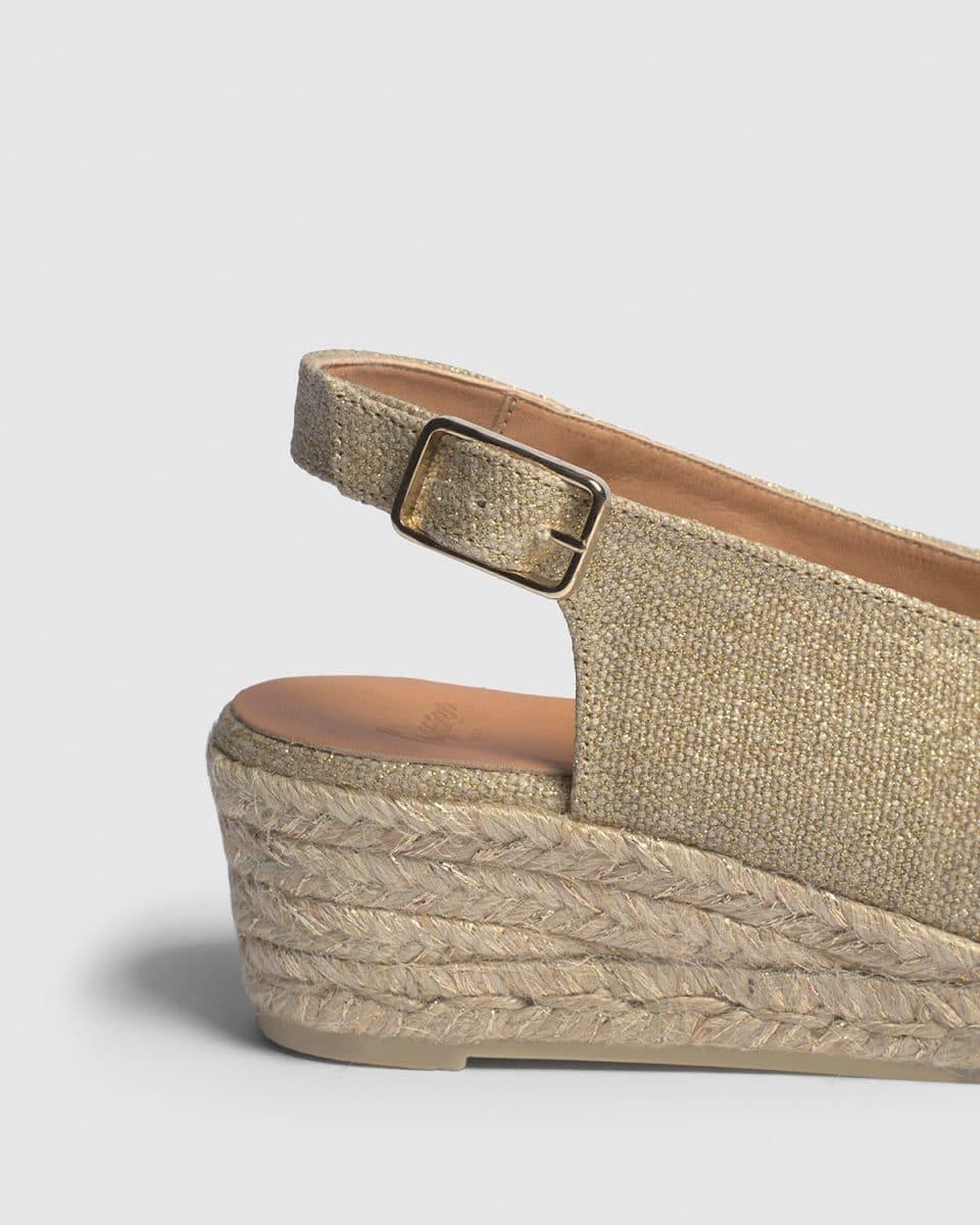 Alpargata Castañer Dosalia Oro Claro con cuña open toe elaborada en lino metalizado 5cm Alpargatas en Loyna Shoes