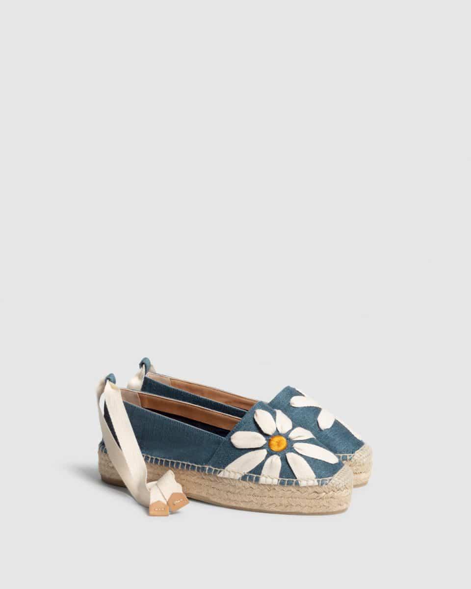 Karenina. Alpargata plana elaborada en lino Castañer Alpargatas en Loyna Shoes