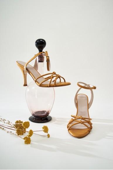 Marlene Mostaza Mint & Rose Sandalias en Loyna Shoes