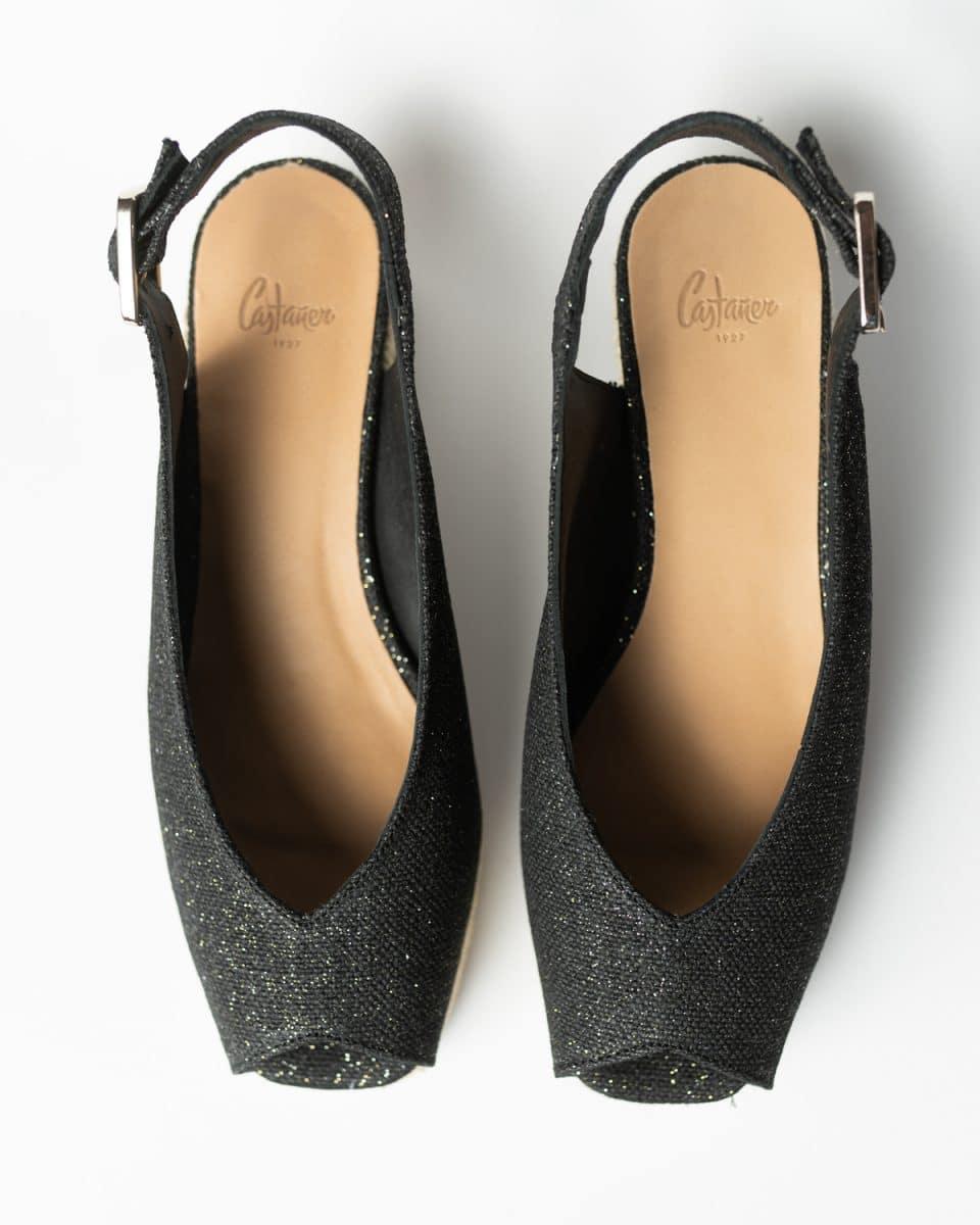 Alpargata Castañer Dosalia Negro Oro con cuña open toe elaborada en lino metalizado 5cm Alpargatas en Loyna Shoes