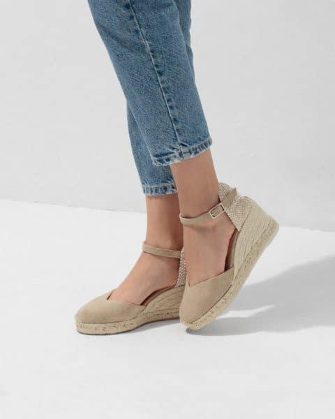 Alpargata de cuña Castañer Chiarita Sand lona 7 cm Alpargatas en Loyna Shoes