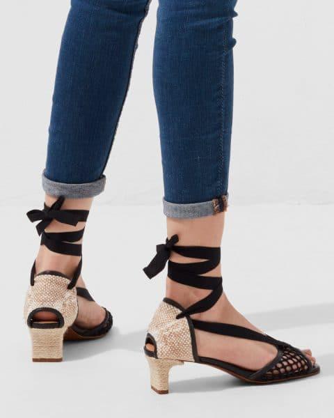 Lea. Sandalia con tacón elaborada en algodón y piel 5cm Castañer en Loyna Shoes