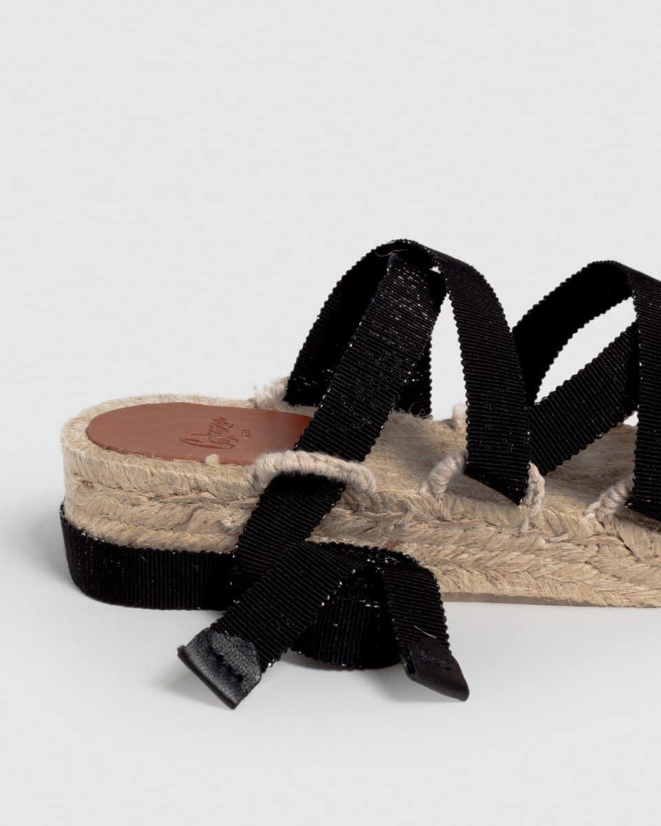 Paloma. Sandalia de cuña elaborada en lona fantasía 4cm Castañer Alpargatas en Loyna Shoes