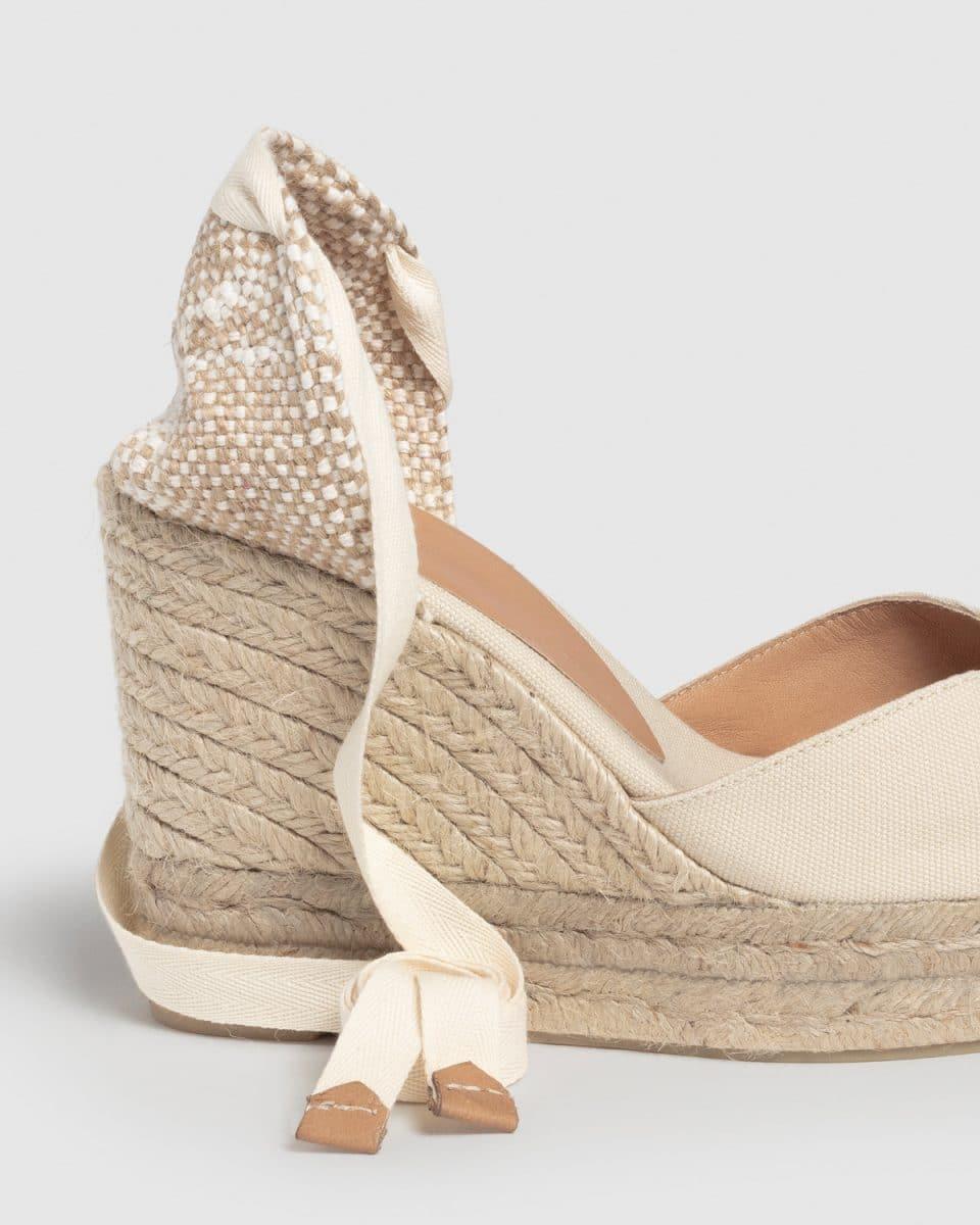 Castañer Chiara Ivory Alpargata con cuña elaborada en lona 11cm Alpargatas en Loyna Shoes