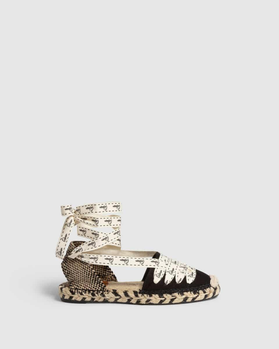 Jenny. Alpargata plana elaborada en lona Castañer Alpargatas en Loyna Shoes