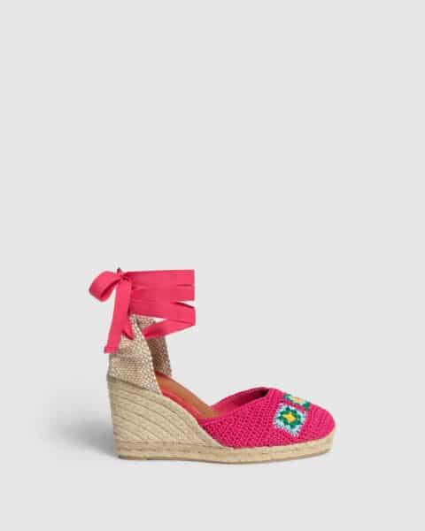 Camelia. Alpargata con cuña elaborada a ganchillo 9cm Castañer Alpargatas en Loyna Shoes