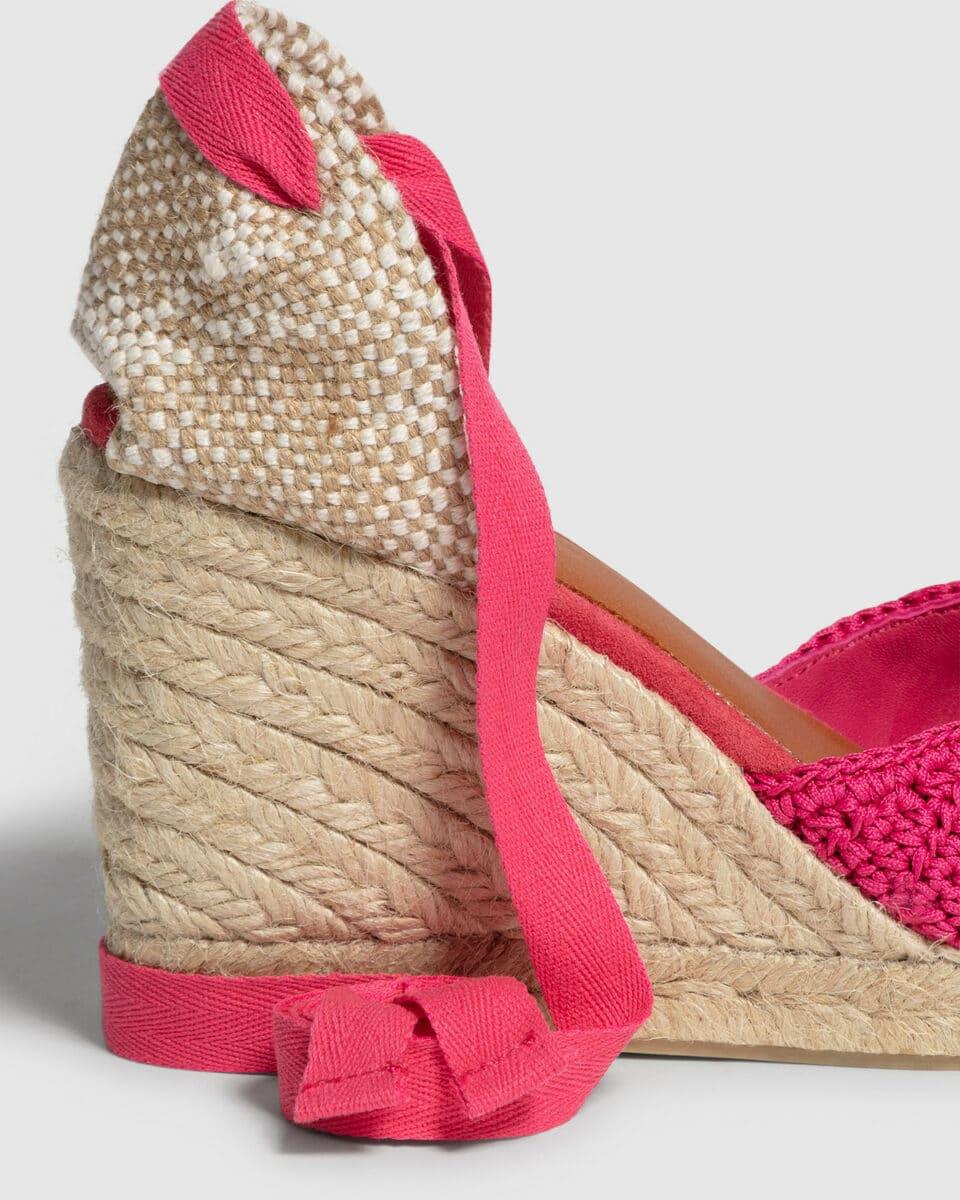 Camelia. Alpargata con cuña elaborada a ganchillo 9cm Alpargatas en Loyna Shoes