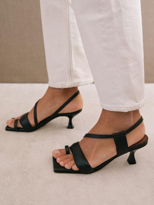 Asymmetric Straps Black Alohas Sandalias en Loyna Shoes