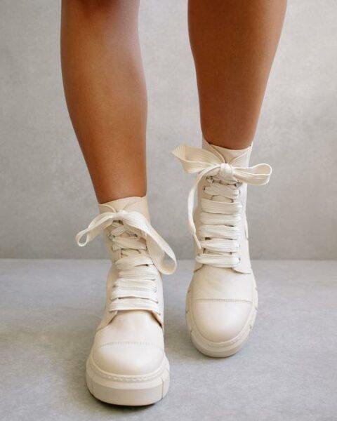 Can Can Beige Alohas en Loyna Shoes
