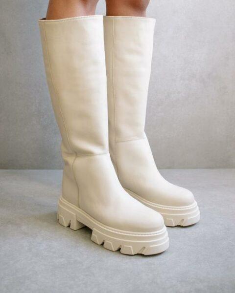Katiuska Ivory Alohas en Loyna Shoes