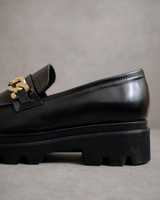 Pista Total Black Alohas en Loyna Shoes