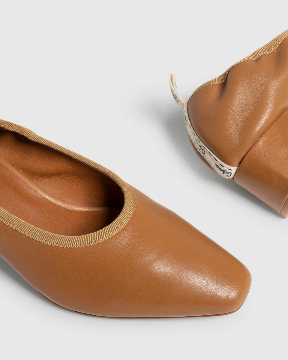 Castañer Tadea marrón. Zapato de salón elaborado en napa 4cm Castañer en Loyna Shoes