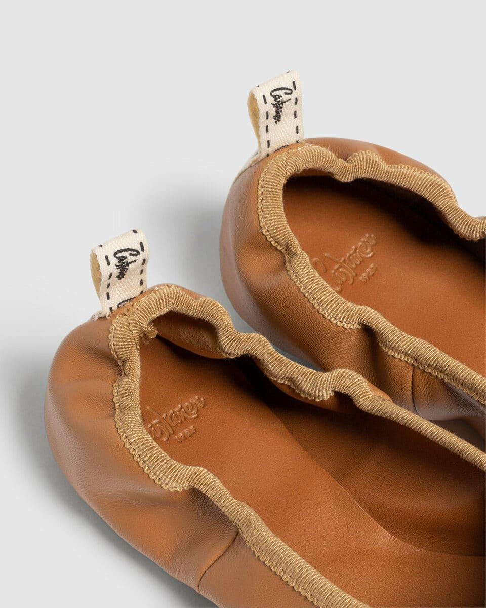 Bailarina Castañer Pippa marrón elaborada en napa Bailarinas en Loyna Shoes