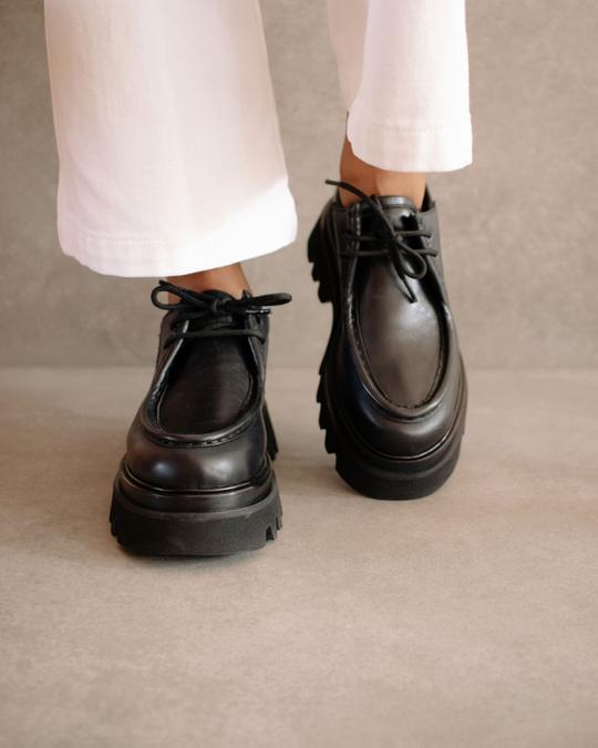 Tycoon Black Alohas en Loyna Shoes