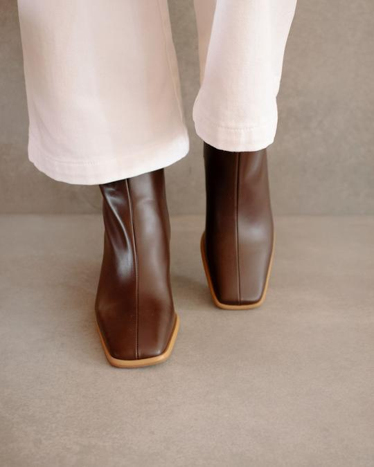 West Cape Coffee Brown Alohas en Loyna Shoes