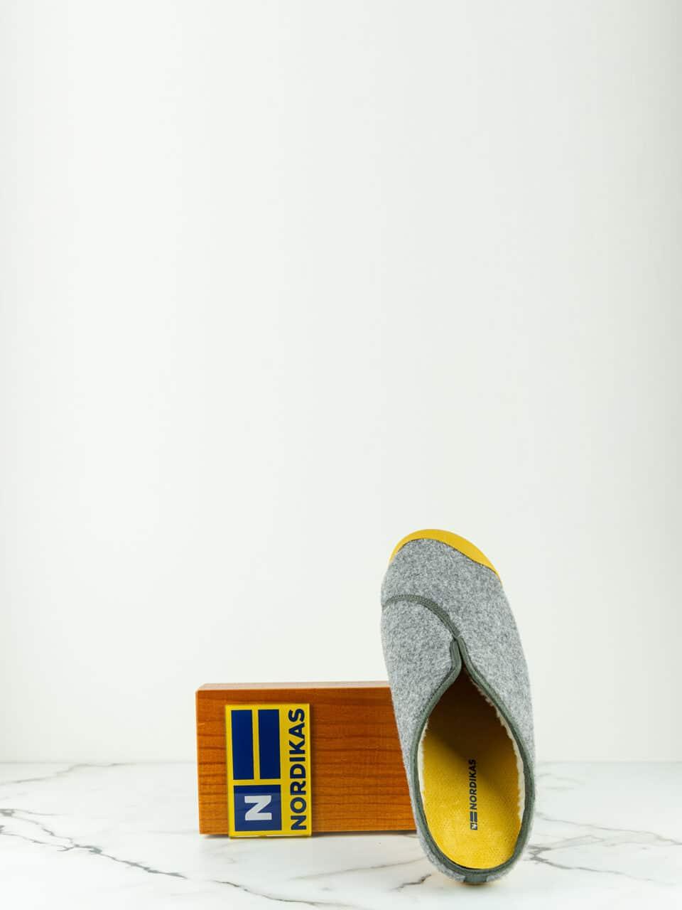 ARTIK GRIS Marcas en Loyna Shoes
