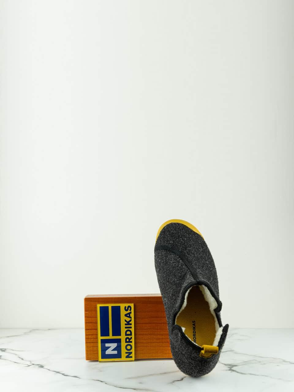 BOTIN ARTIK NEGRO MOSTAZA Marcas en Loyna Shoes