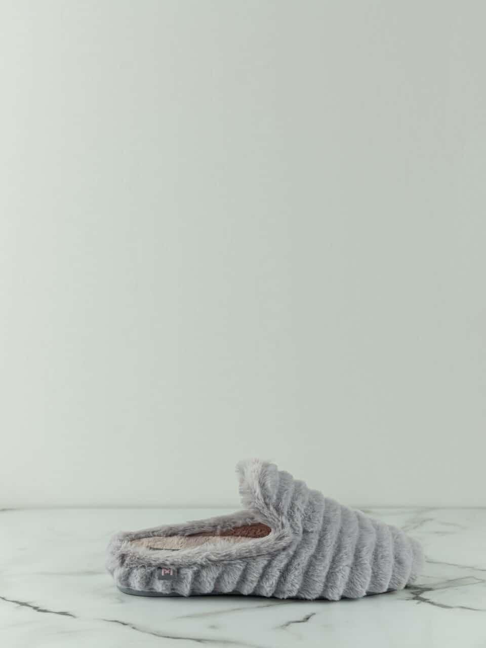 ANAIS GRIS Macarena Home en Loyna Shoes